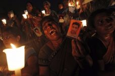 A Tamil woman cries as she holds up an image of her family member who disappeared during the civil war with the Liberation Tigers of Tamil Eelam (LTTE) at a vigil to commemorate the international day of the disappeared in Colombo August 30, 2013.  REUTERS/Dinuka Liyanawatte/Files
